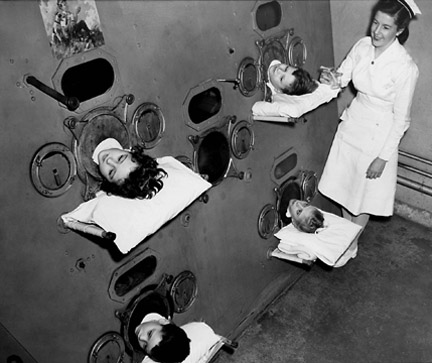 polio-IronLungExterior.jpg