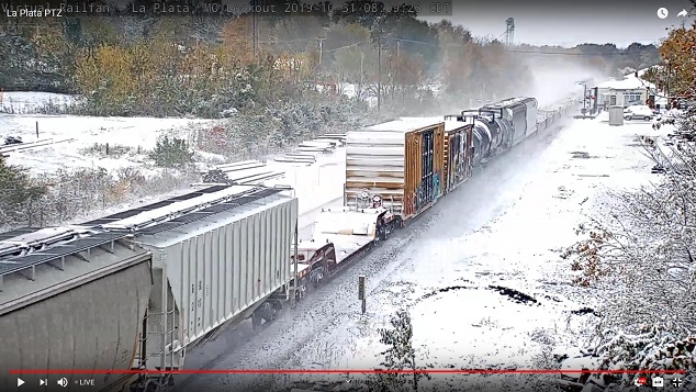 train blows snow33.jpg